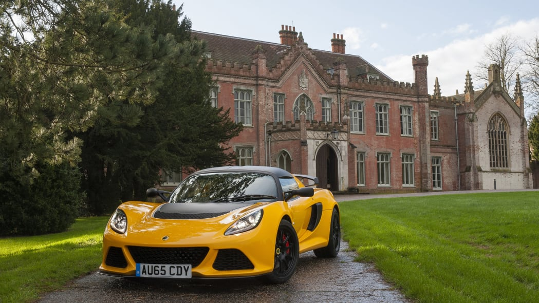 Lotus Exige Sport 350 yellow front 3/4 lights static