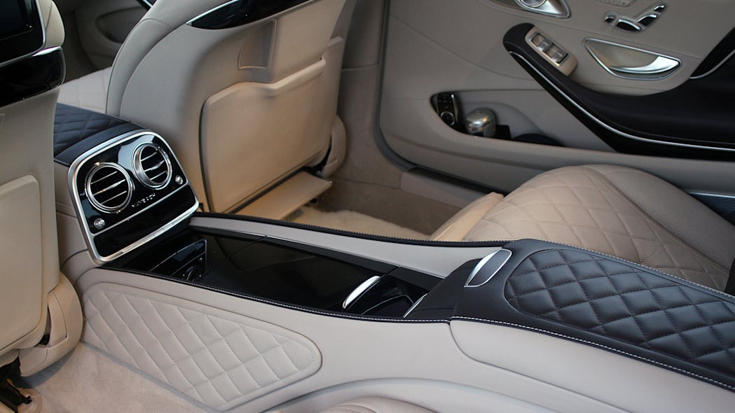 2016 Mercedes-Maybach S600 rear seats