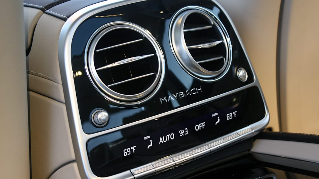2016 Mercedes-Maybach S600 rear seat climate controls