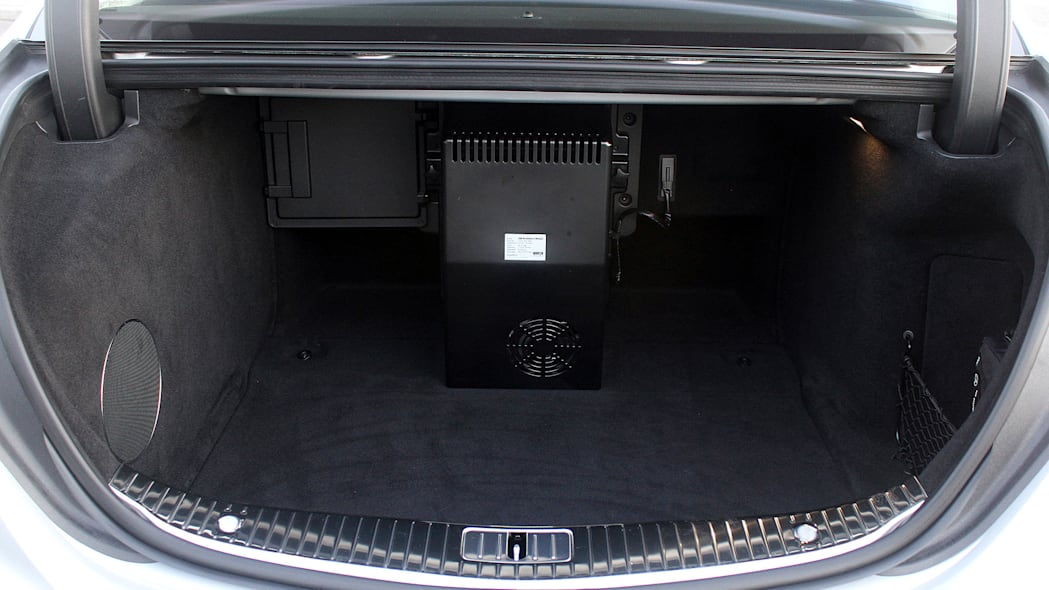 2016 Mercedes-Maybach S600 trunk