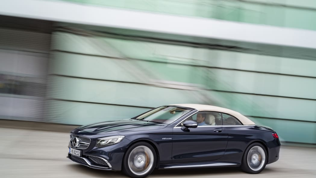 Mercedes-AMG S65 Cabriolet roof front 3/4