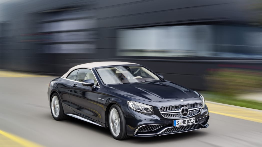 Mercedes-AMG S65 Cabriolet roof front 3/4 moving