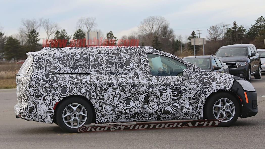 2017 chrysler town and country side camouflage