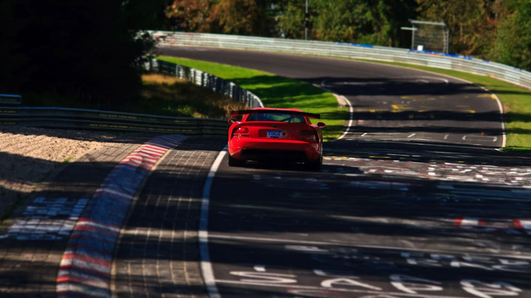 2016 nurburgring lap time record dodge viper acr