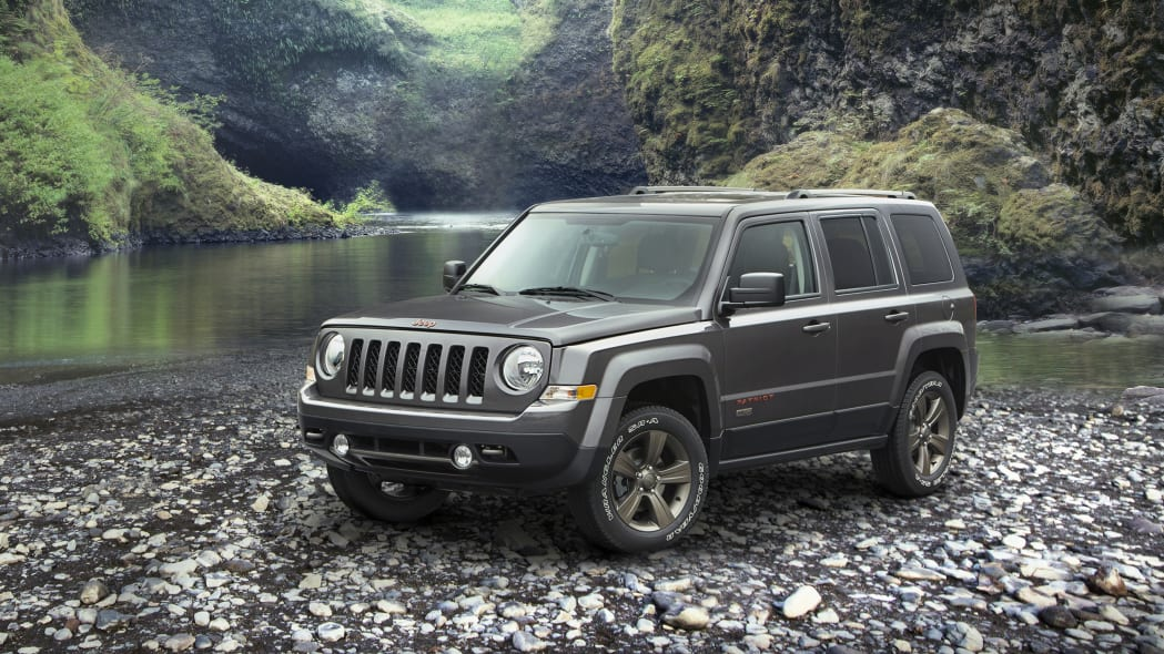 2016 Jeep Patriot 75th Anniversary Edition front 3/4