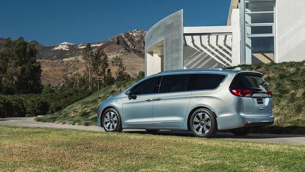 2017 Chrysler Pacifica Hybrid plug-in minivan