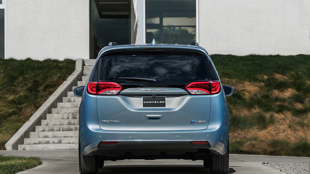 2017 Chrysler Pacifica Hybrid dead rear