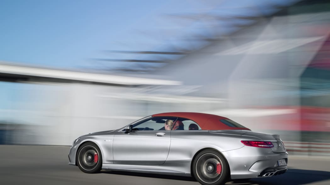 Mercedes-AMG S63 4Matic Cabriolet Edition 130 roof up moving