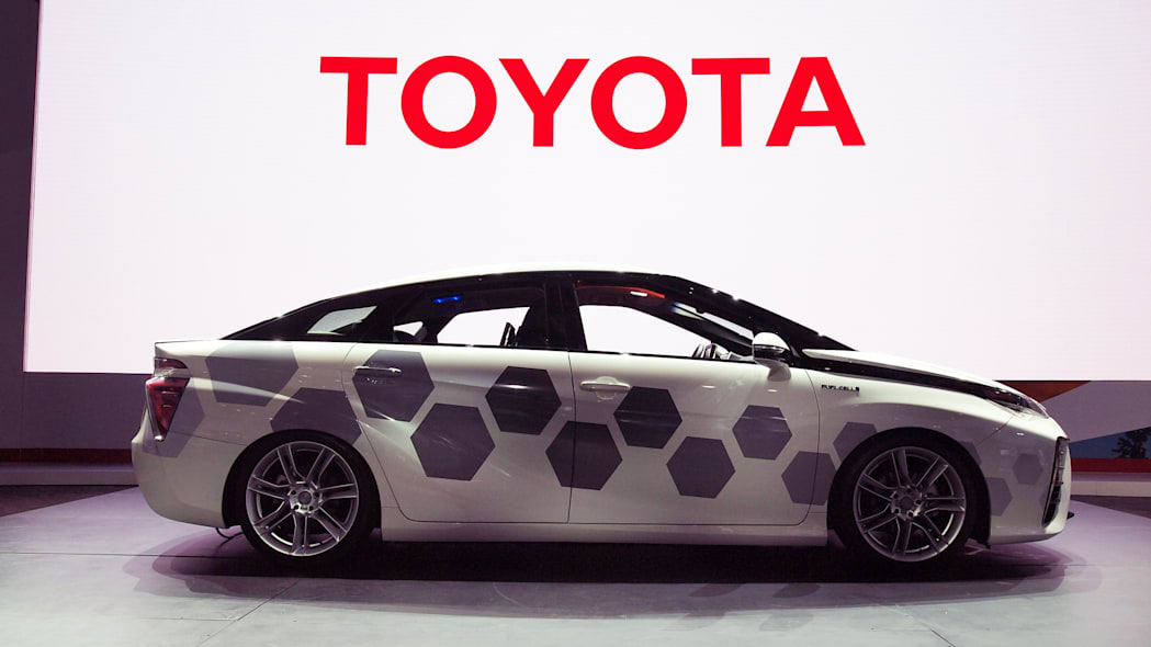 Toyota Mirai Kymeta Research Vehicle 001