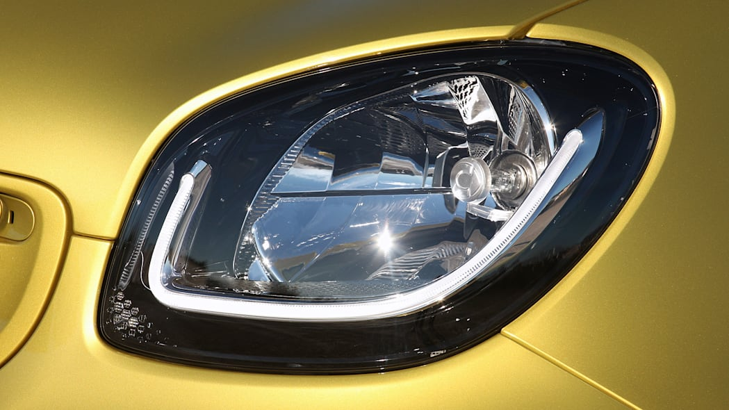 2017 Smart ForTwo Cabriolet headlight