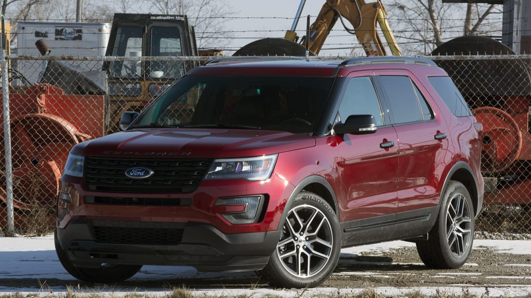 2016 Ford Explorer Sport front 3/4 view