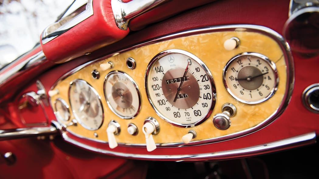 1937 Mercedes-Benz 540K Special Roadster instruments