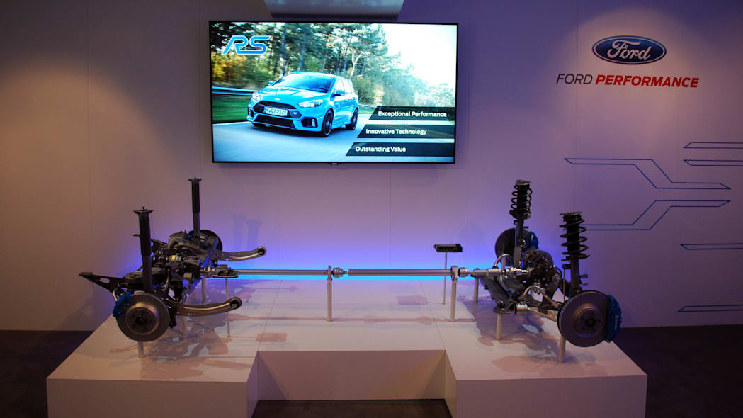 2016 Ford Focus RS drivetrain display