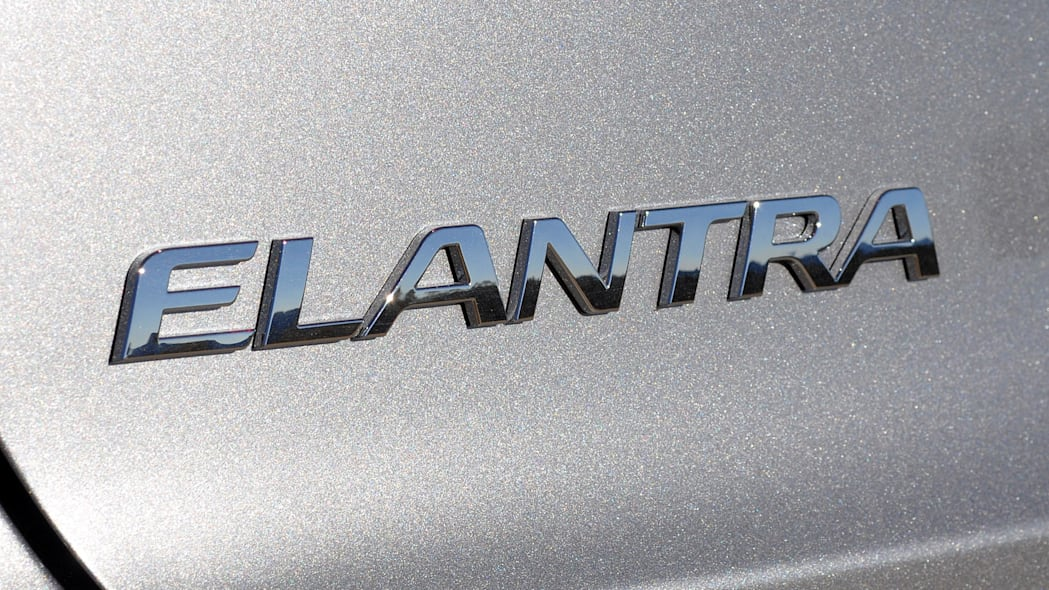 2017 Hyundai Elantra badge