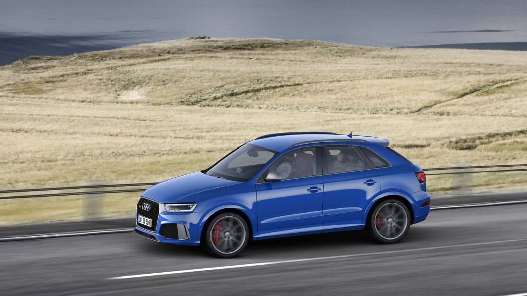 2016 Audi RS Q3 Performance moving profile