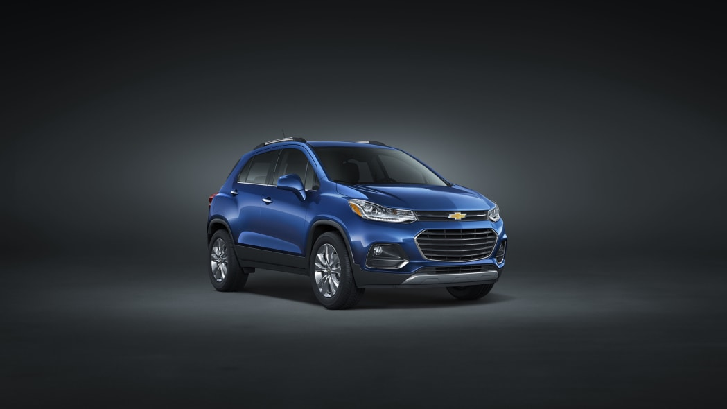 2017 chevy trax front three quarters