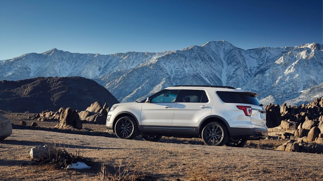 2017 Ford Explorer XLT Sport Appearance Package Photo Gallery - Autoblog