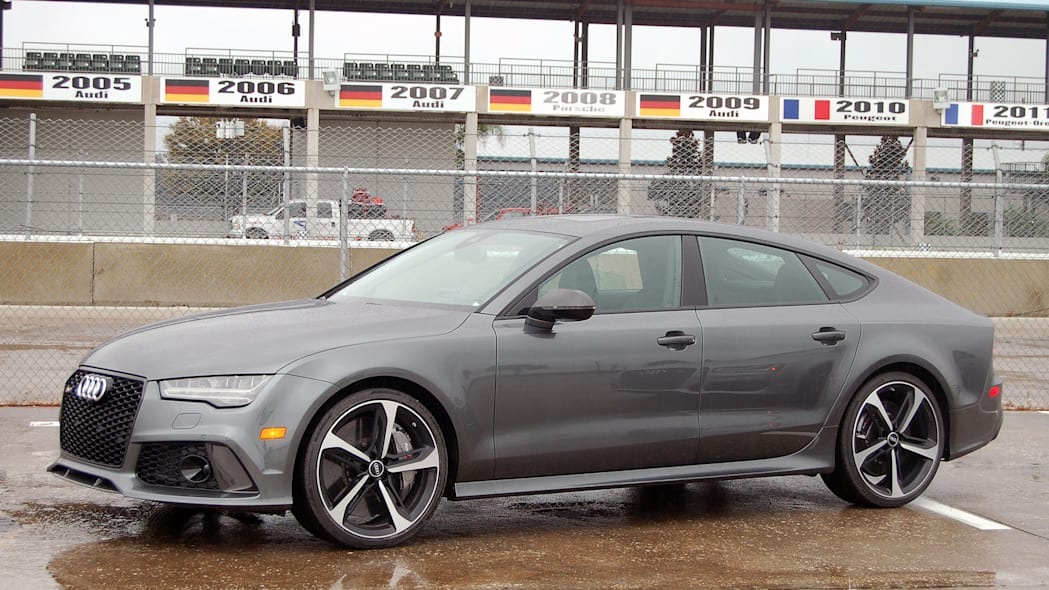 2016 Audi RS 7 Performance front 3/4 view