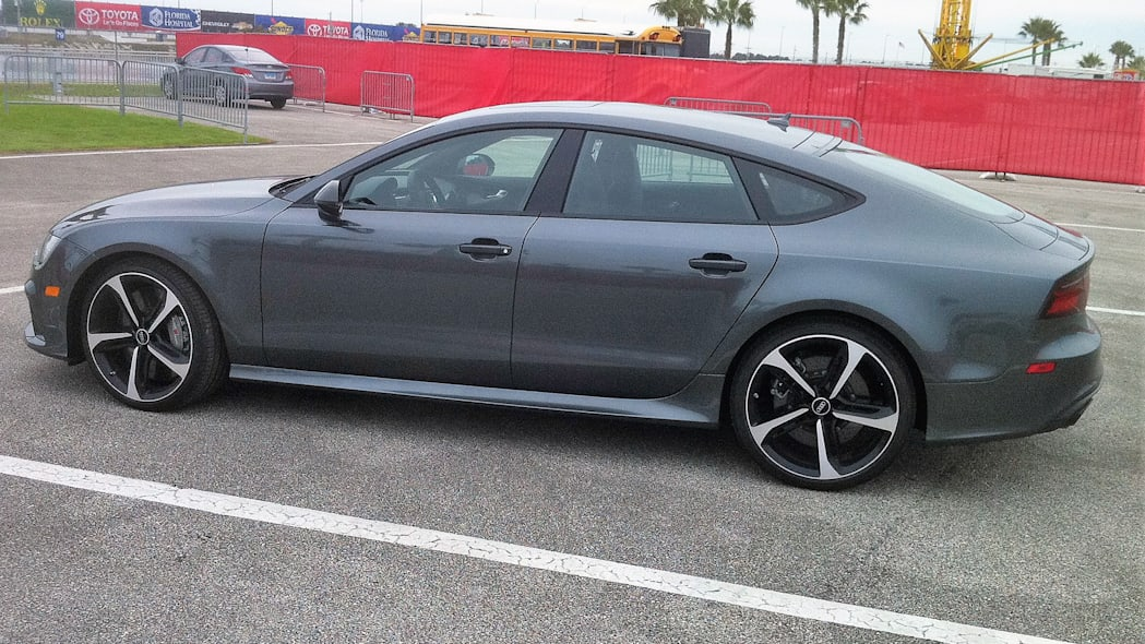 2016 Audi RS 7 Performance rear 3/4 view
