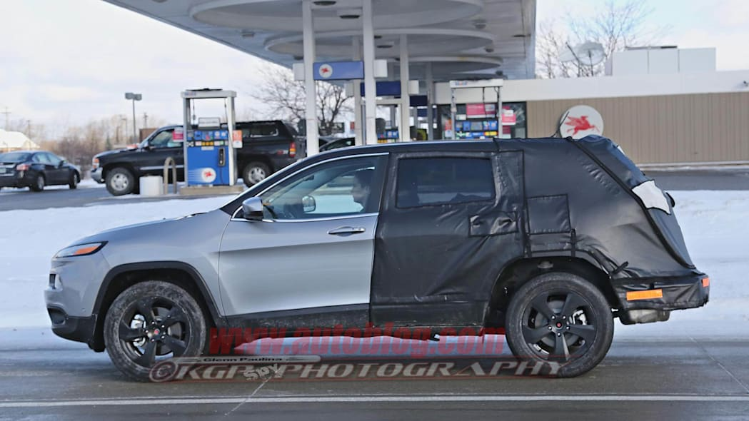 Jeep Cherokee stretched prototype profile