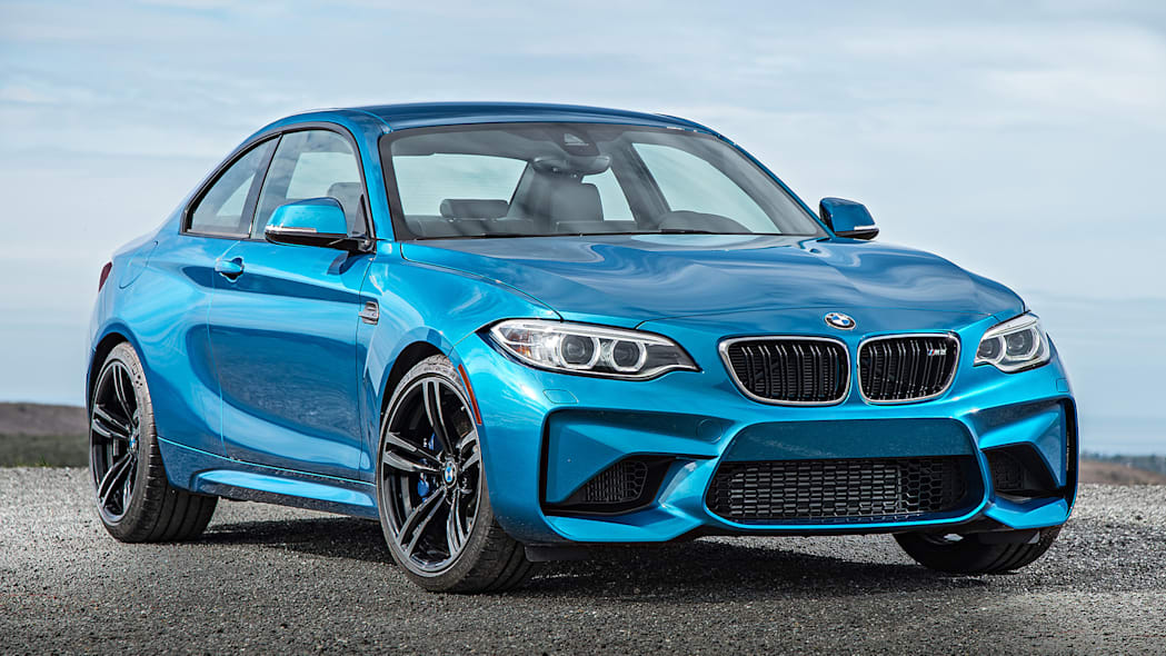 2016 BMW M2 front 3/4 view