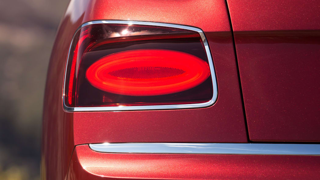 2016 Bentley Flying Spur V8 S taillights