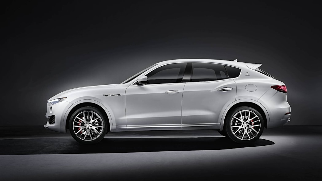2016 maserati levante suv side