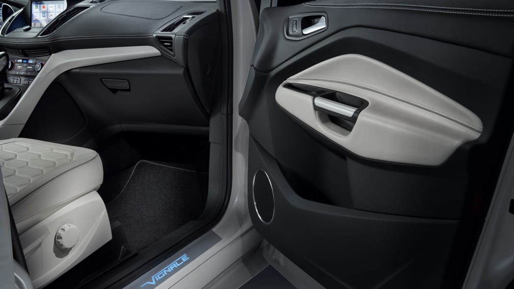 Ford Kuga Vignale  Concept door panel