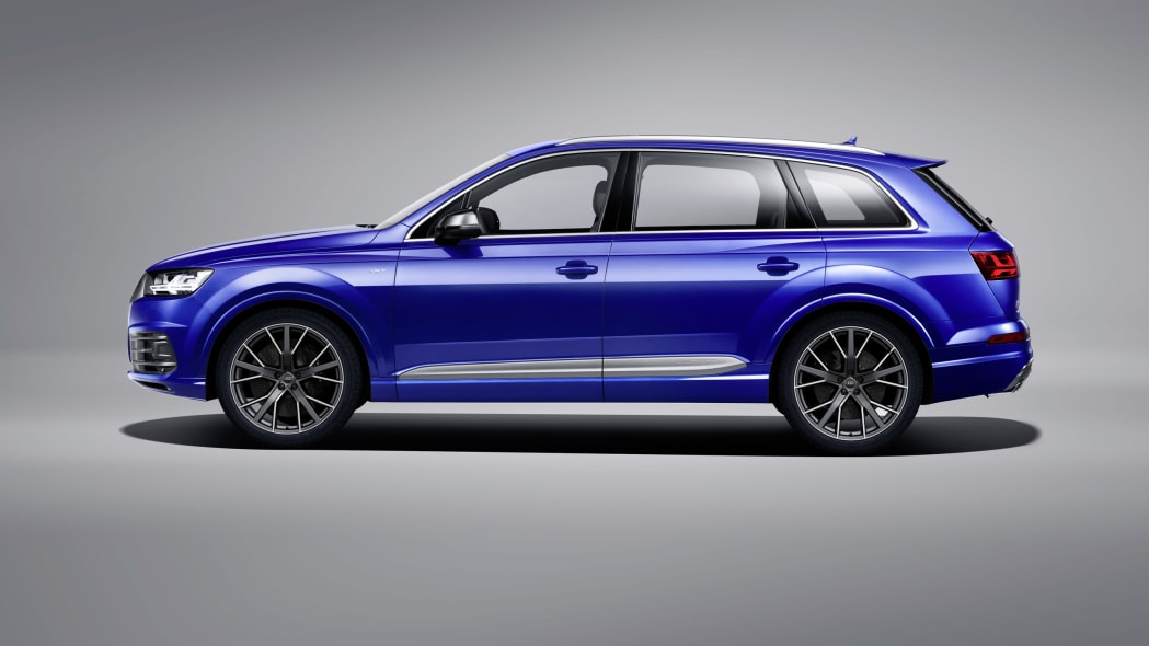 Audi SQ7 TDI studio profile
