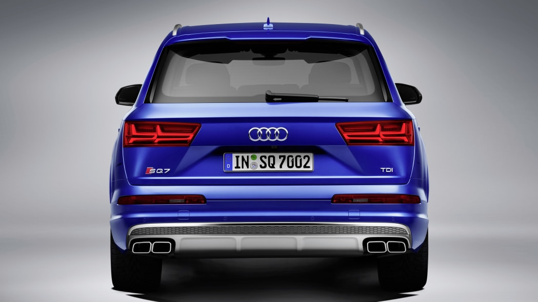 Audi SQ7 TDI studio rear