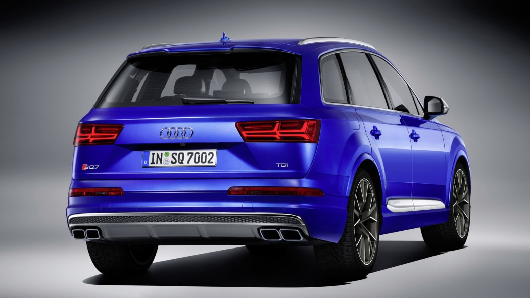 Audi SQ7 TDI studio rear 3/4