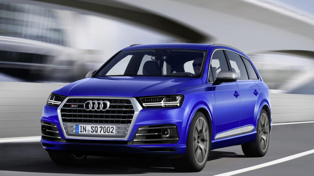 Audi SQ7 TDI moving front 3/4