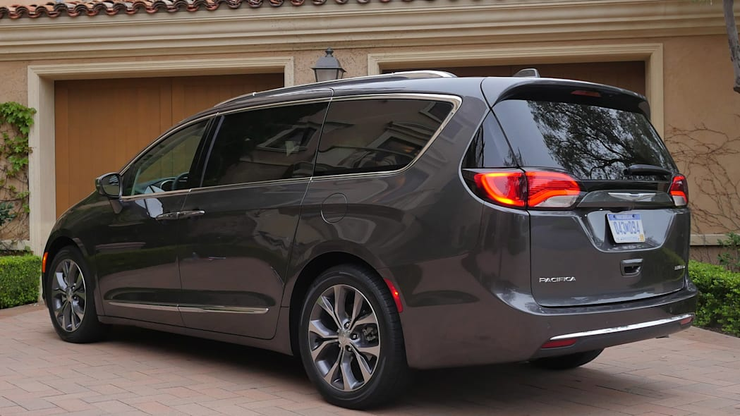 2017 Chrysler Pacifica rer 3/4 view