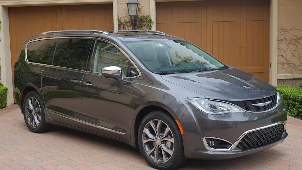 2017 Chrysler Pacifica front 3/4 view