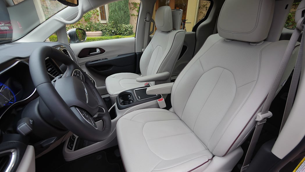 2017 Chrysler Pacifica front seats