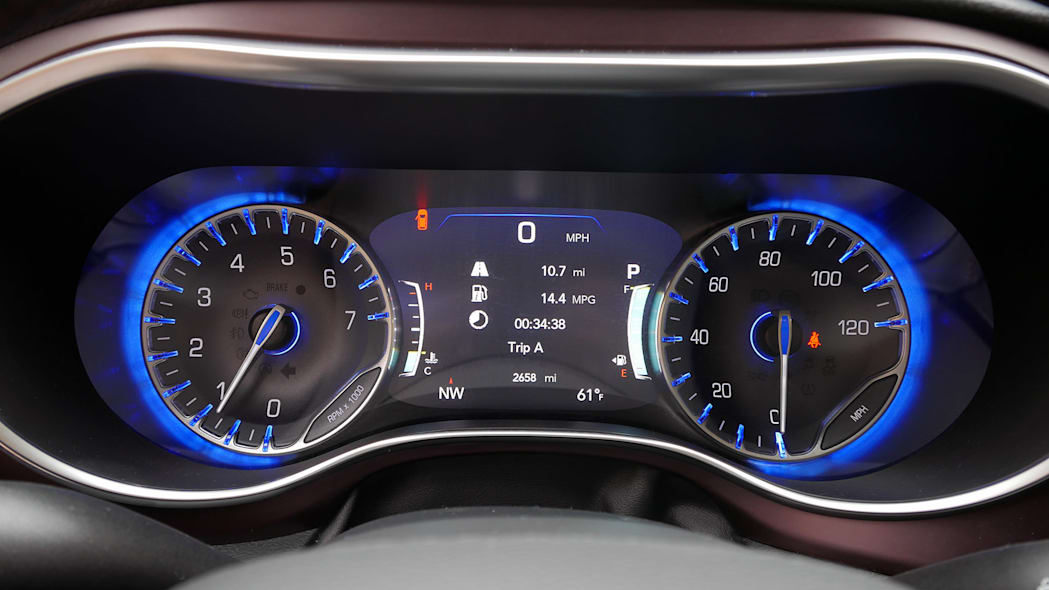 2017 Chrysler Pacifica gauges