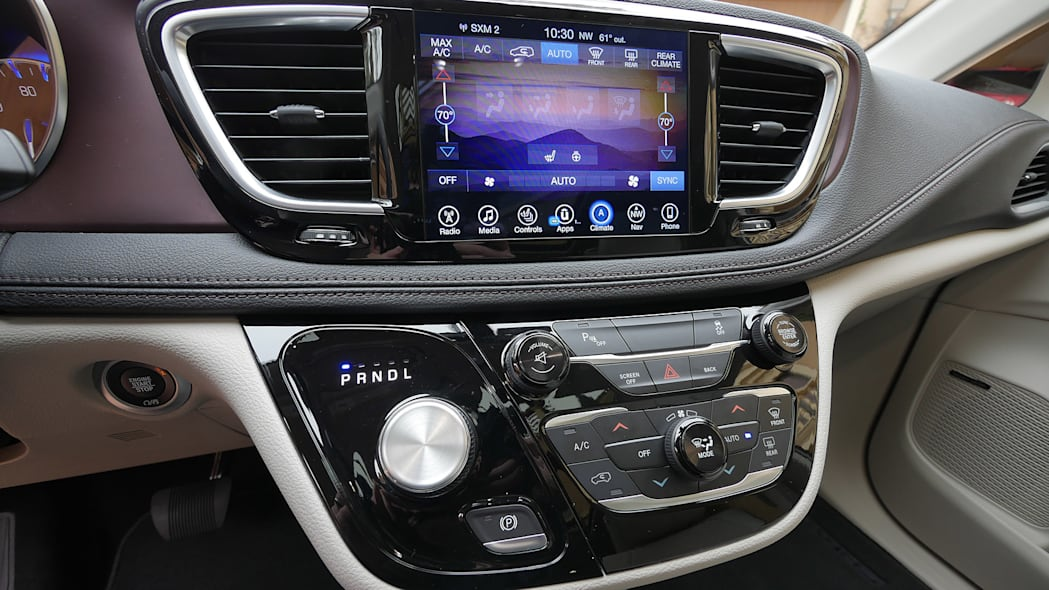 2017 Chrysler Pacifica instrument panel