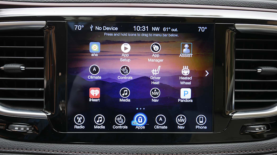 2017 Chrysler Pacifica infotainment system