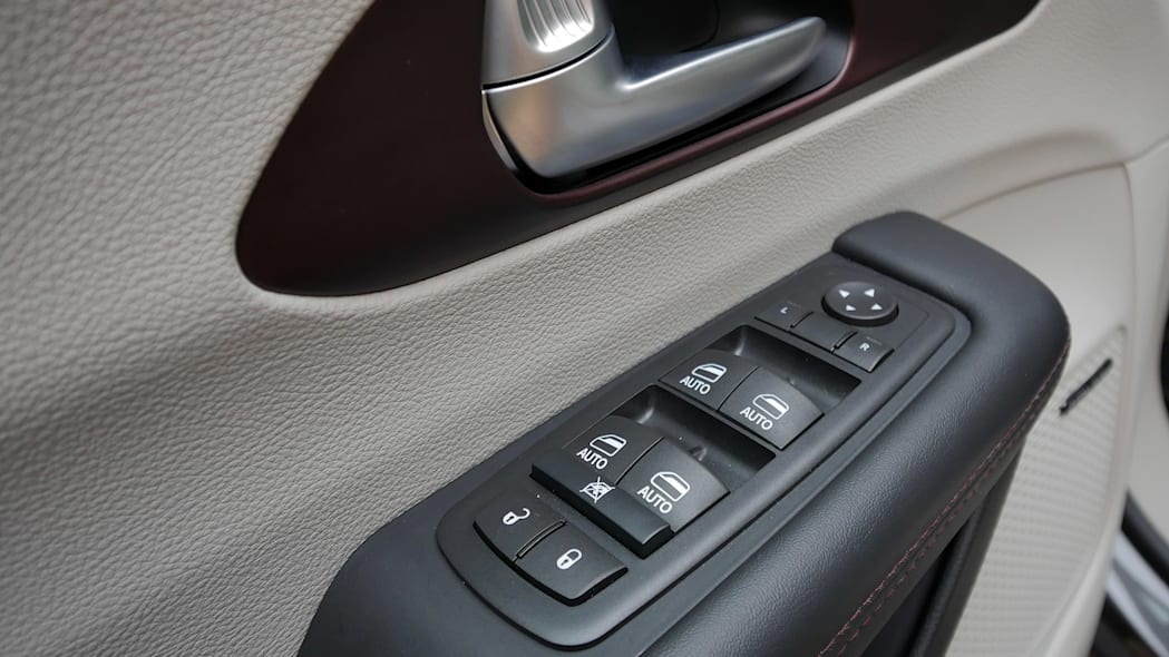 2017 Chrysler Pacifica door controls