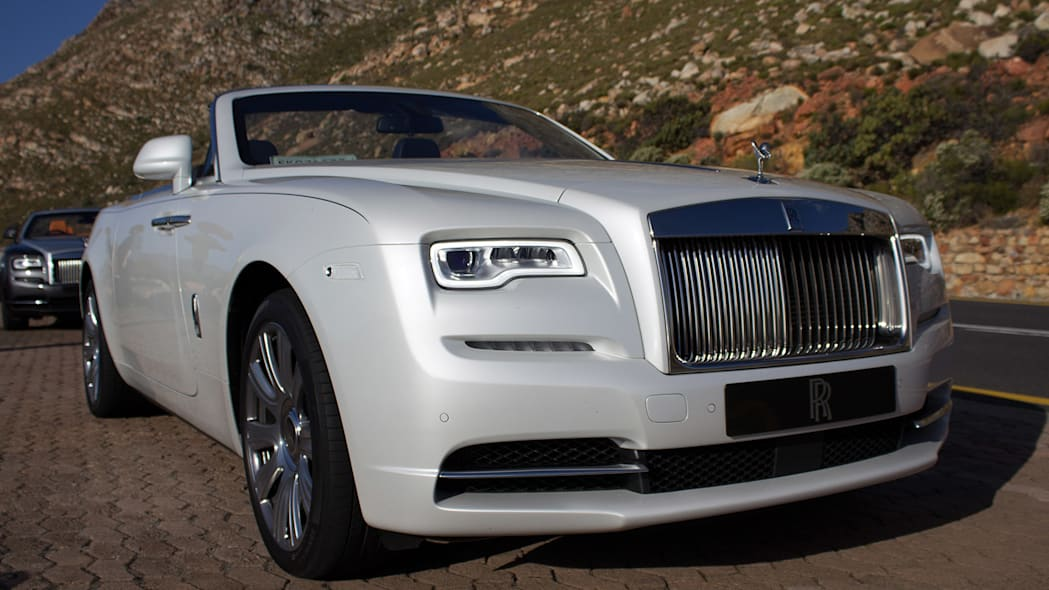 2016 Rolls-Royce Dawn front 3/4 view