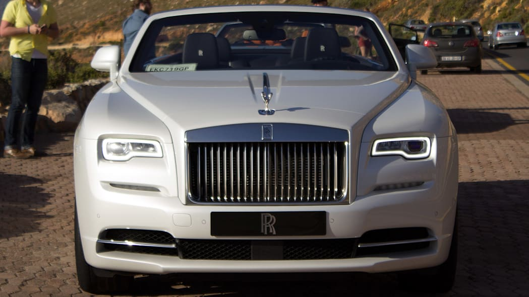 2016 Rolls-Royce Dawn front view