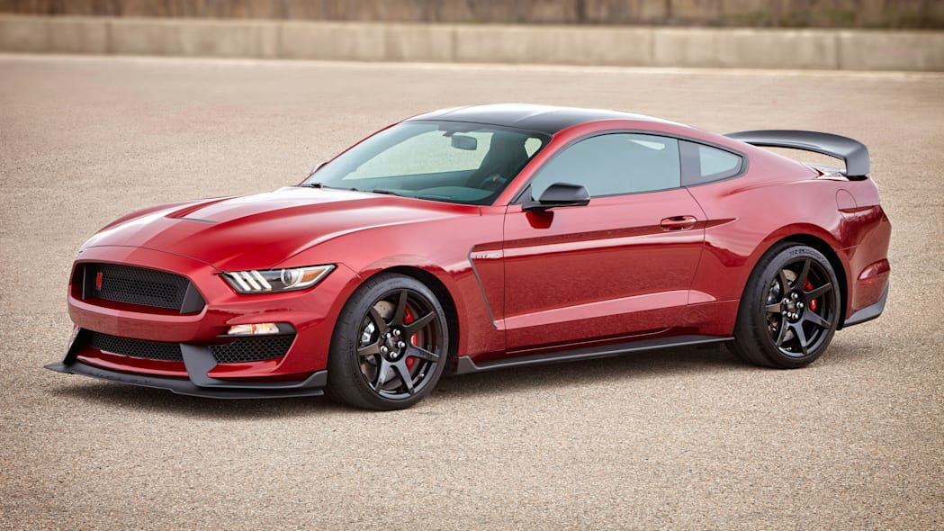 2017 Ford Shelby GT350R Mustang red front