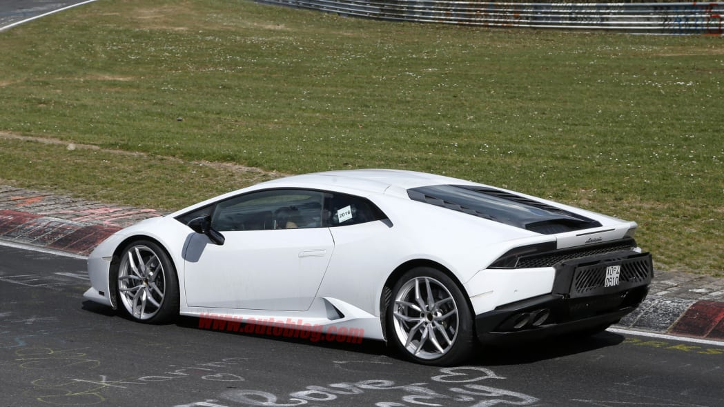 Lamborghini Huracan Superleggera spied rear 3/4