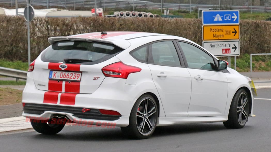 Ford Focus ST280 prototype spied rear 3/4