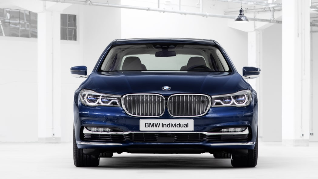 BMW M760i xDrive The Next 100 Years Edition front studio