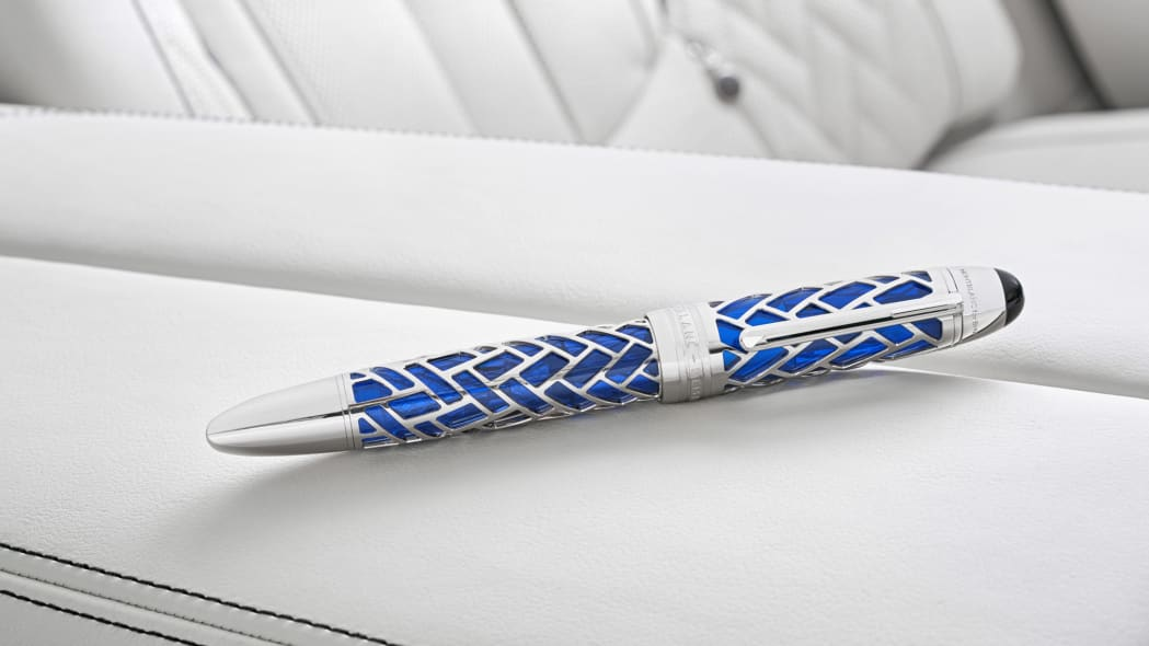 BMW M760i xDrive The Next 100 Years Edition pen