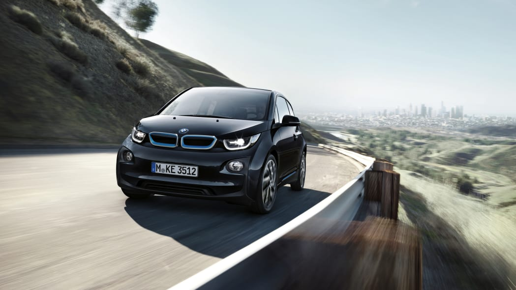 2017 BMW i3 front 3/4 view on road