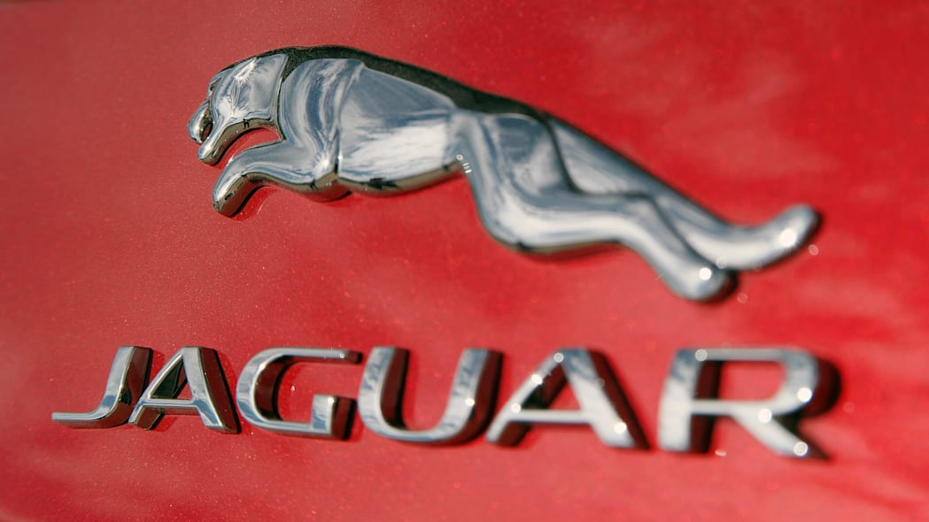 2017 Jaguar F-Pace badge