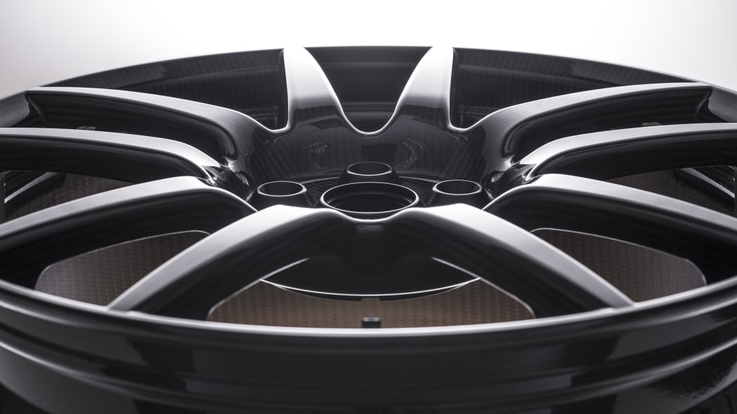 Ford GT carbon-fiber wheel glossy finish