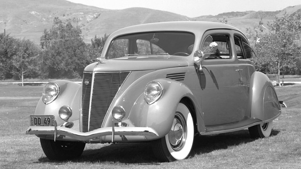 Lincoln Zephyr front